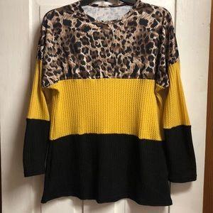Color block animal print light weight sweater! 🌟